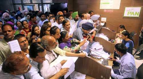Сто тысяч индийских криптоинвесторов получат запросы от налоговой службы