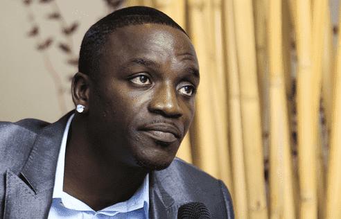 Певец Эйкон запустит криптовалюту для собственного «крипто-города» в Африке