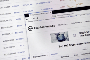 На CoinMarketCap появилась рейтинговая система оценки криптовалют