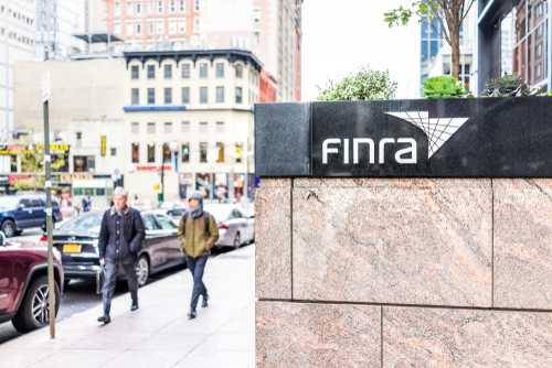 FINRA впервые подала жалобу в суд против крипто-брокера по делу о мошенничестве
