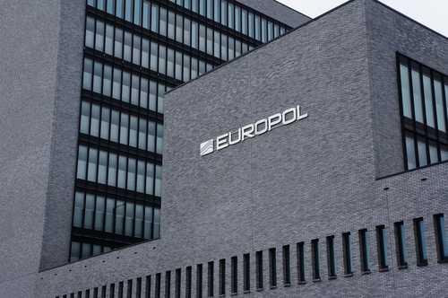 Европол арестовал 11 человек за отмывание нарко-денег через криптовалюты