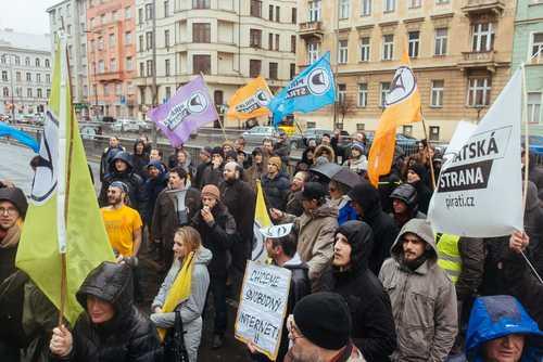 Премьер-министр Чехии обвинил Пиратскую партию в майнинге биткоина