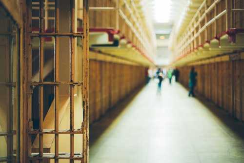 Жительницу Лос-Анджелеса могут приговорить к 30 месяцам заключения за обмен биткоинов без лицензии