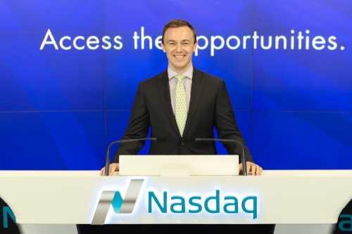 Директор VanEck обвинил SEC в упущении листинга «шиткойнов» на Coinbase