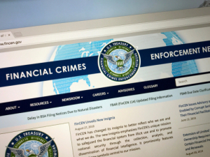 Глава FinCEN отметил повышение готовности сотрудничать в индустрии криптовалют
