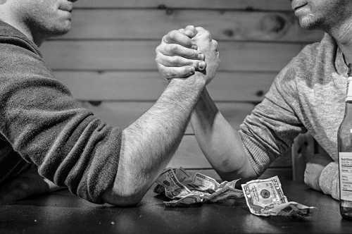 Пари Винни Лингхэма и Ронни Моаса о цене биткоина закончилось конфликтом