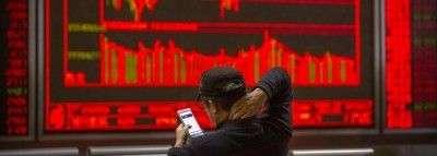 На фоне падения фондовых рынков биткоин приближается к «золотому пересечению»