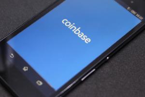Coinbase Pro проводит листинг EOS, Augur и Maker