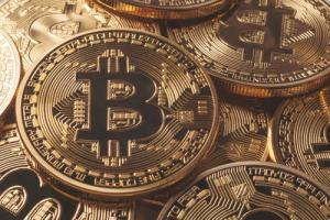 Крипто-аналитики прокомментировали подъём биткоина к $10 400