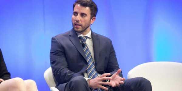 Энтони Помплиано ответил на критику SWIFT о том, что биткоин бесполезен и нестабилен