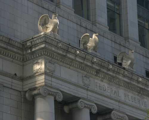 Федрезерв США: Запуск фьючерсов на биткоин и последующее снижение его цены – не случайность