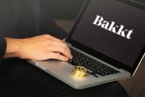 На платформе Bakkt состоялся запуск биткоин-опционов и беспоставочных фьючерсов