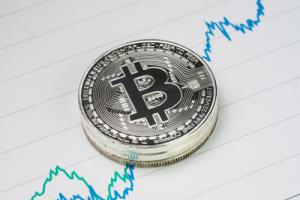 Курс биткоина подскочил до $10 800 на бирже BitMEX в результате сквиза коротких позиций