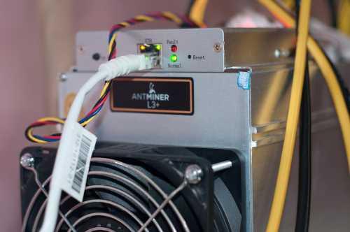СМИ: Bitmain подготавливает 90 000 Antminer S9 к грядущему хард форку Bitcoin Cash