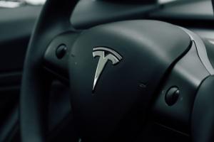 CEO Tron раздаст две Tesla вместо одной из-за сомнений в достоверности результатов розыгрыша